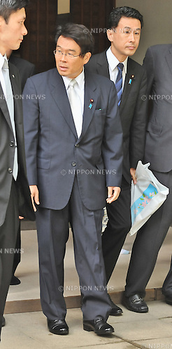 August 15, 2012, Tokyo, Japan - Chairman of the National Public Safety Commission, Jin Matsubara visits Yasukuni Shrine to pay his respects for the war dead on August 15, 2012 in Tokyo, Japan. (Photo by AFLO)