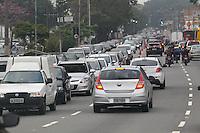 SAO PAULO, SP, 10/06/2013, TRANSITO. A Radial Leste tem transito pesado, nas proximidades do bairro da Mooca em direção ao centro de São Paulo, na manhã dessa segunda-feira(10)    LUIZ GUARNIERI/ BRAZIL PHOTO PRESS