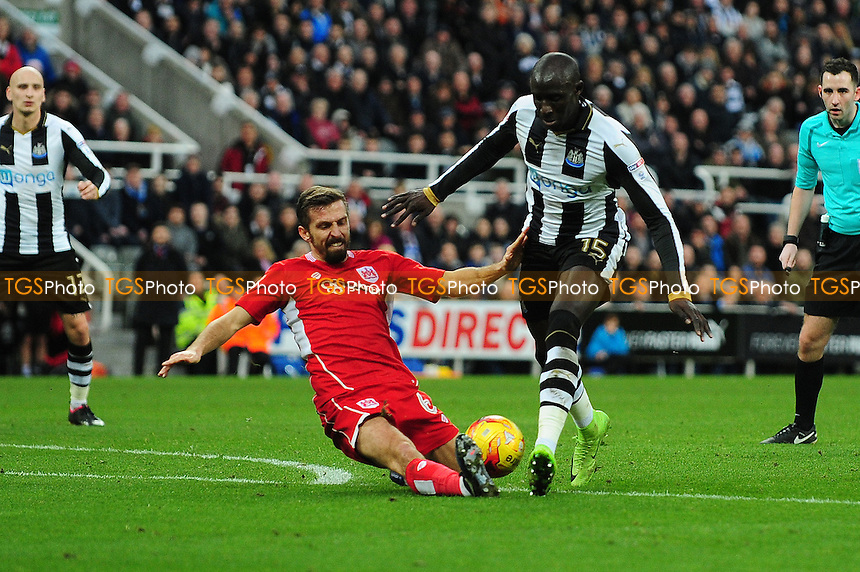 Mohamed Diame of Newcastle United battles with Gary O'Neil of Bristol City during Newcastle United vs Bristol City, Sky Bet EFL Championship Football at St. James' Park on 25th February 2017