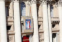 L'arazzo raffigurante Papa Paolo VI viene scoperto durante la cerimonia di beatificazione celebrata da Papa Francesco in Piazza San Pietro, Citta' del Vaticano, 18 settembre 2014. La messa conclude un Sinodo di due settimane sul tema della famiglia.<br /> The tapestry portraying Pope Paul VI is discovered during the beatification ceremony celebrated by Pope Francis in St. Peter's Square at the Vatican, 18 October 2014. The mass closes a two-week synod on family issues.<br /> UPDATE IMAGES PRESS/Riccardo De Luca<br /> <br /> STRICTLY ONLY FOR EDITORIAL USE