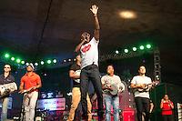SAO PAULO, SP, 01 DE MAIO DE 2013 - FESTA CUT NO ANHANGABAÚ - Turma do Pagode canta na festa do dia do trabalho na praça do Anhangabaú em São Paulo. FOTO: MARCELO BRAMMER / BRAZIL PHOTO PRESS