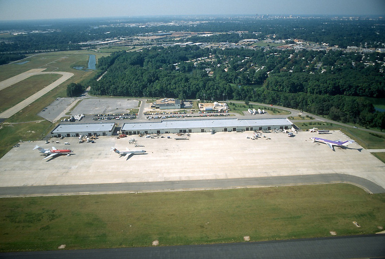 1990 September ..Historical...NORFOLK REGIONAL AIRPORT.LOOKING WEST AT MAIN TERMINAL..NEG#.NRHA#..
