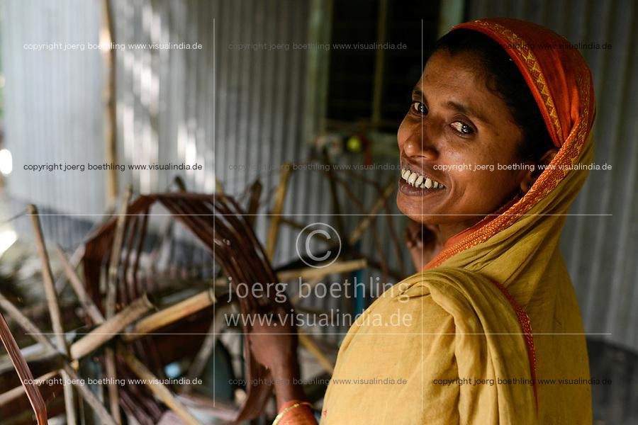 BANGLADESH, District Tangail, Kalihati, village Southpara, cottage industry, woman working at spinning machine / BANGLADESCH, Distrikt Tangail, Kalihati, Dorf Southpara, Frau arbeitet in einer kleinen Spinnerei