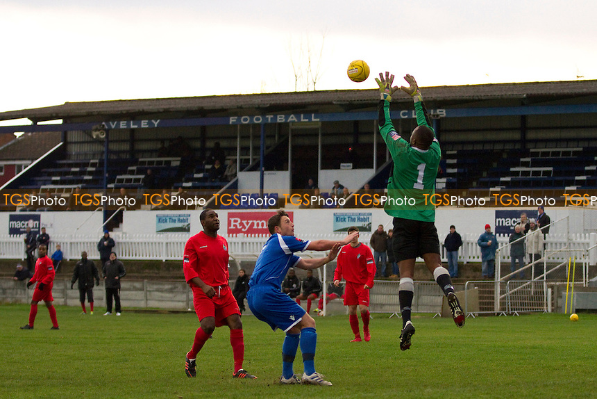 Ilford keeper and captain Daniel Mbaku collects safely - Aveley vs Ilford - Ryman League Division One North Football at Mill Field, Aveley, Essex - 01/12/12 - MANDATORY CREDIT: David Bauckham / TGSPHOTO/ CENTRE CIRCLE PUBLISHING - contact@tgsphoto.co.uk - NO UNPAID USE.