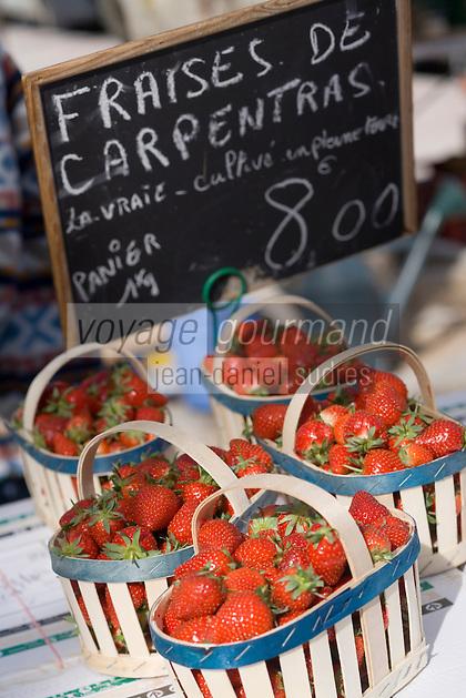 Europe/Provence-Alpes-Côte d'Azur/83/Var/Saint-Tropez: Détail fraises de Carpentras sur le marché de la Place des Lices