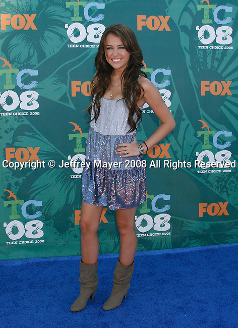 Singer/Actress Miley Cyrus arrives at the 2008 Teen Choice Awards at the Gibson Amphitheater on August 3, 2008 in Universal City, California.