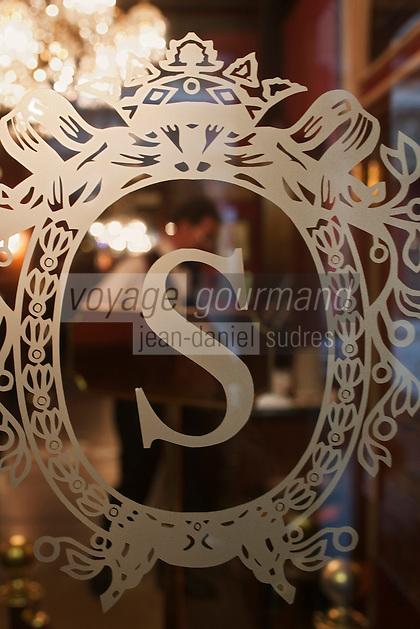 Europe/Autriche/Niederösterreich/Vienne: Hôtel Sacher  - Détail porte en verre  gravée