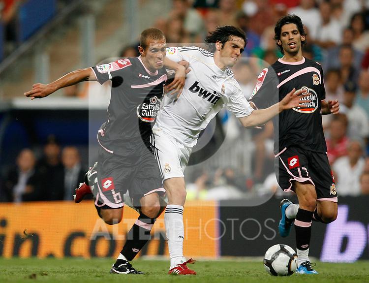 Real Madrid's Kaka (r) and Deportivo de La Coruna's Juca during La Liga match.August 29 2009. (ALTERPHOTOS/Acero).