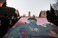 Roma, 19 Febbraio 2011.Manifestazione contro gli Stati Generali su Roma organizzati dal sindaco Gianni Alemanno per il 22,23 Febbraio..Il corteo sfila da Piazza Vittorio al Campidoglio dove i manifestanti innalzano sulla balconata del palazzo senatorio .un disegno che rappresenta il sindaco in versione gorilla.