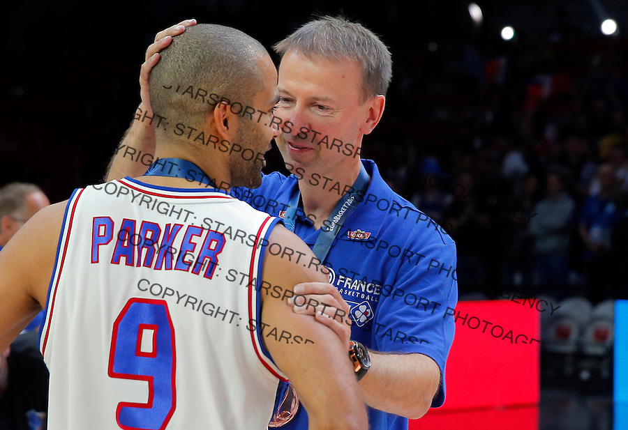 France's Tony Parker and Vincent Collet after European championship basketball match for third place between France and Serbia on September 20, 2015 in Lille, France  (credit image & photo: Pedja Milosavljevic / STARSPORT)