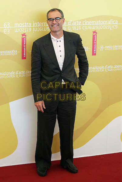 """DAVID FRANKEL.Photocall for the film """"Devil Wears Prada"""" during the ninth day of the 63rd Venice Film Festival, Venice, Italy..September 7th, 2006 .Ref: OME.full length black suit .www.capitalpictures.com.sales@capitalpictures.com.©Omega/Capital Pictures."""