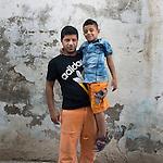 13 septiembre 2015. Nador. Marruecos.<br /> Nidal y su hijo Mohammed esperan en Nador (Marruecos) la oportunidad de cruzar el paso fronterizo y llegar a Melilla. Su mujer y madre del pequeño, Yomana, ya está en el Centro de Estancia Temporal de Inmigrantes (Ceti). La ONG Save the Children exige al Gobierno español que tome un papel activo en la crisis de refugiados y facilite el acceso de estas familias a través de la expedición de visados humanitarios en el consulado español de Nador. Save the Children ha comprobado además cómo muchas de estas familias se han visto forzadas a separarse porque, en el momento del cierre de la frontera, unos miembros se han quedado en un lado o en el otro. Para poder cruzar el control, las mafias se aprovechan de la desesperación de los sirios y les ofrecen pasaportes marroquíes al precio de 1.000 euros. Diversas familias han explicado a Save the Children cómo están endeudadas y han tenido que elegir quién pasa primero de sus miembros a Melilla, dejando a otros en Nador. © Save the Children Handout/PEDRO ARMESTRE - No ventas -No Archivos - Uso editorial solamente - Uso libre solamente para 14 días después de liberación. Foto proporcionada por SAVE THE CHILDREN, uso solamente para ilustrar noticias o comentarios sobre los hechos o eventos representados en esta imagen.<br /> Save the Children Handout/ PEDRO ARMESTRE - No sales - No Archives - Editorial Use Only - Free use only for 14 days after release. Photo provided by SAVE THE CHILDREN, distributed handout photo to be used only to illustrate news reporting or commentary on the facts or events depicted in this image.