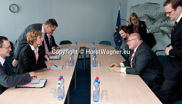 Brussels - Belgium, June 07, 2012 -- Connie HEDEGAARD (le), European Commissioner in charge of Climate Action, receives Peter ALTMAIER (ri), Federal Minister for the Environment, Nature Conservation and Nuclear Safety of Germany -- Photo: © Horst Wagner;  +32 486 966 116; horst.wagner@skynet.be