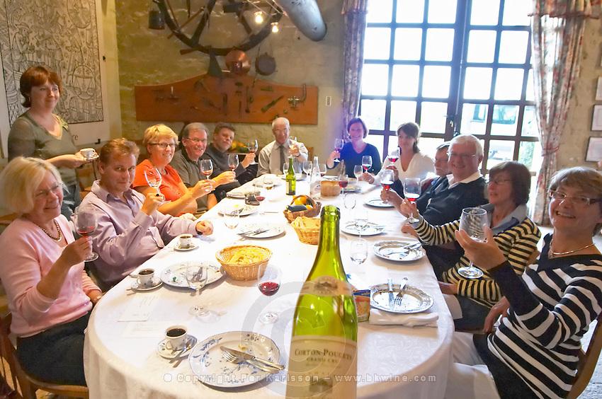 Visitors lunching. Clos des Langres, Domaine d'Ardhuy, Corgoloin, Cote de Nuits, d'Or, Burgundy, France