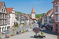 Deutschland, Baden-Wuerttemberg, Schwarzwald, Gengenbach im Ortenaukreis: Stadtzentrum mit Obertor | Germany, Baden-Wurttemberg, Black Forest, Gengenbach: centre with Upper Gate