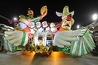 RIO DE JANEIRO, RJ, 09.02.2016 - CARNAVAL-RJ - Dupla Chitazinho e Xororó durante desfile da escola de samba Imperatriz Leopoldinense durante segundo dia de desfiles do grupo especial do Carnaval do Rio de Janeiro no Sambódromo Marquês de Sapucaí na região central da capital fluminense na madrugada desta segunda-feira, 09. (Foto: Vanessa Carvalho/Brazil Photo Press)