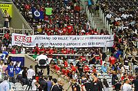 RIO DE JANEIRO, 27.04.2014 -  Faixa em memória do narrador Luciano do Valle que foi homenageado antes da final da Liga 2013/2014 disputada neste domingo no Maracanazinho. (Foto: Néstor J. Beremblum / Brazil Photo Press)
