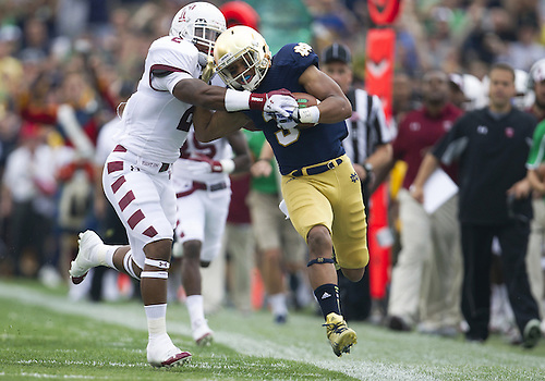 August 31, 2013:  Notre Dame running back Amir Carlisle (3) runs for yardage in the first quarter of NCAA Football game action between the Notre Dame Fighting Irish and the Temple Owls at Notre Dame Stadium in South Bend, Indiana. Notre Dame defeated Temple 28-6.