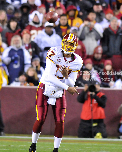 Landover, MD - November 16, 2008 -- Washington Redskins quarterback Jason Campbell releases a pass in first quarter action against the Dallas Cowboys at FedEx Field in Landover, Maryland on Sunday, September 9, 2007.  The Redskins lost the game 14 - 10..Credit: Ron Sachs / CNP