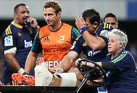 Highlanders John Hardie leaves the field with an injured leg in the Super 15 rugby match against the Waratahs, Forsyth Barr Stadium, Dunedin, New Zealand, Saturday, March 14, 2015. Credit: SNPA/Dianne Manson