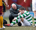 :: CELTIC'S GARY HOOPER IS TREATED FOR A KNOCK ON THE NOSE  ::