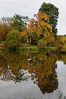 Schlossteich im F&uuml;rst P&uuml;ckler Park, Bad Muskau, Sachsen, Deutschland, Europa, UNESCO-Weltkulturerbe<br /> Palace pond in F&uuml;rst P&uuml;ckler Park, Bad Muskau, Saxony, Germany, Europe, UNESCO-World Heritage