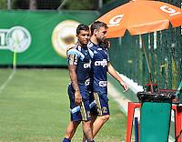 SÃO PAULO.SP. 03.04.2015 - PALMEIRAS TREINO - Dudu e Allione do Palmeiras durante o treino na Academia de Futebol zona oeste na nesta sexta feira 03.  ( Foto: Bruno Ulivieri / Brazil Photo Press )