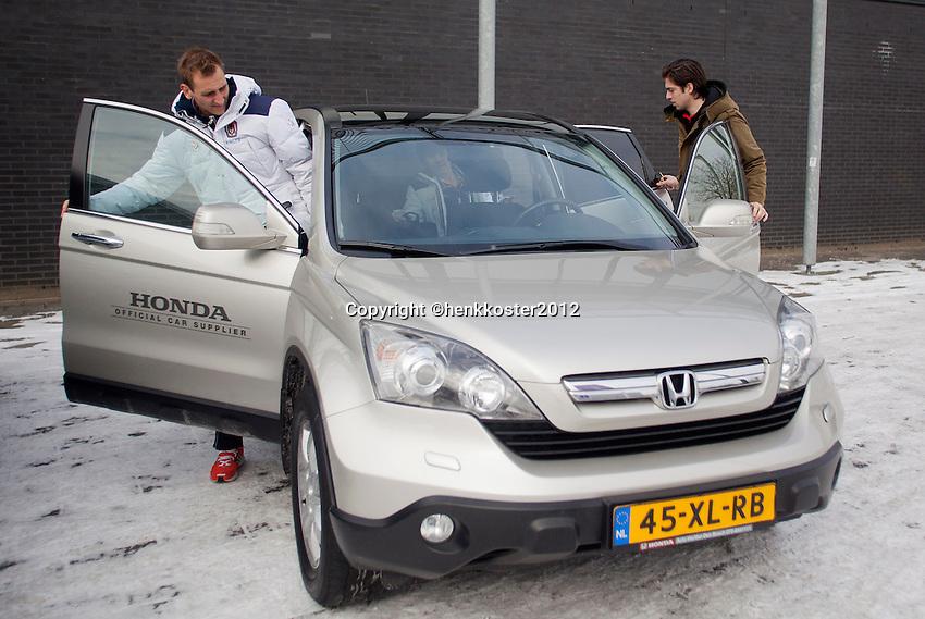 07-02-12, Netherlands,Tennis, Den Bosch, Daviscup Netherlands-Finland, Thiemo de Bakker stapt in een Honda