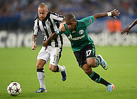 FUSSBALL   CHAMPIONS LEAGUE   SAISON 2013/2014   PLAY-OFF FC Schalke 04 - Paok Saloniki        21.08.2013 Miroslav Stoch (li, Paok) gegen Jefferson Farfan (re, FC Schalke 04)