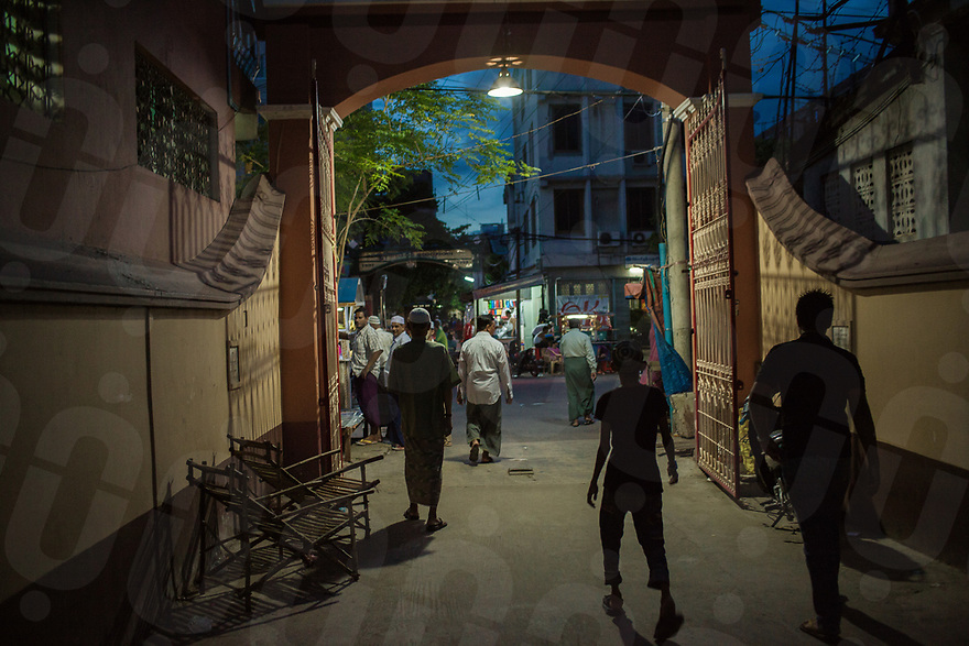 June 07, 2013 - Mandalay (Myanmar). Muslims leave Joon mosque after prayer time. For security purposes and fear of more religious clashes, the gates to the neighborhood surrounding the mosque are closed during the night. © Thomas Cristofoletti / Ruom