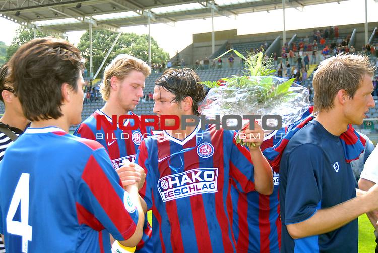 RLN  06 / 07-  38.Spieltag - Rueckrunde<br /> Wuppertaler SV Borussia -  Kickers Emden  2 : 4<br /> <br /> Gaetano Manno vom Wuppertaler SV Borussia  wird nach dem Spiel gegen   Kickers Emden von seinen Kollegen verabschiedet.<br /> <br /> Foto &copy; nordphoto