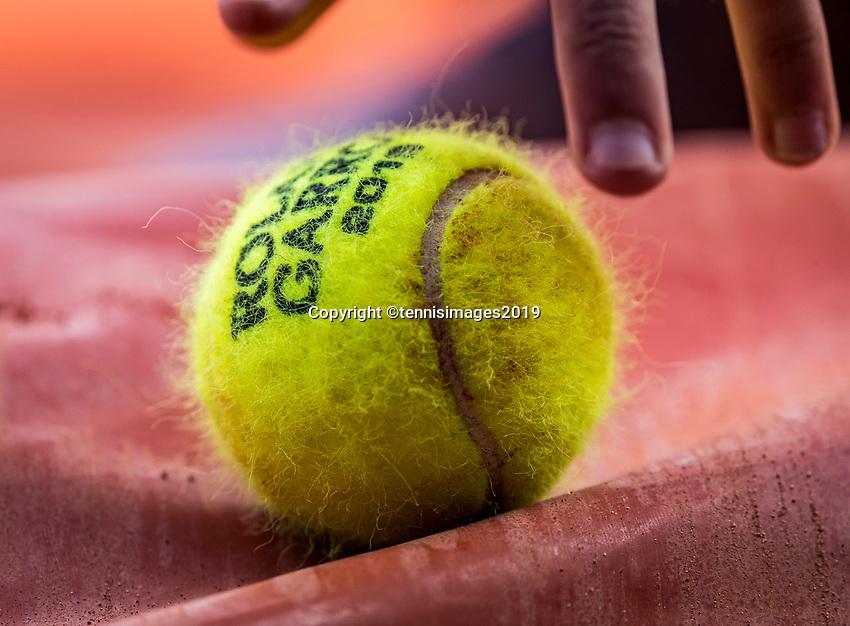 Paris, France, 27 May, 2019, Tennis, French Open, Roland Garros, balklid grabing tennisbal<br /> Photo: Henk Koster/tennisimages.com