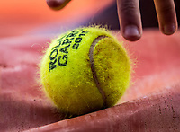 Paris, France, 27 May, 2019, Tennis, French Open, Roland Garros, balklid grabing tennisbal<br /> Photo: Henk Koster/tennisimages.com