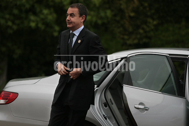 President of Spain, Jose Luis Rodriguez Zapatero, arrives for the Iberoamerican Summit in Santiago de Chile.