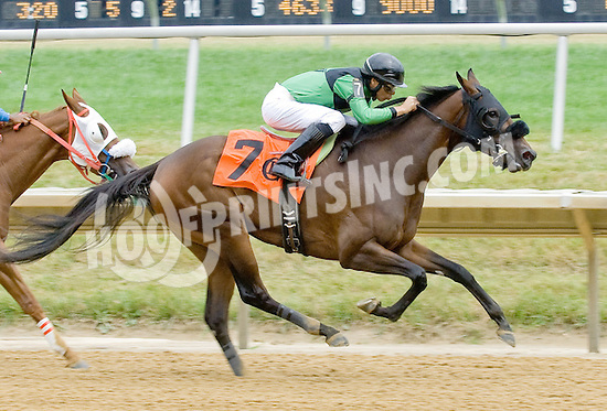 Hey Soul Sister winning at Delaware Park on 7/21/12