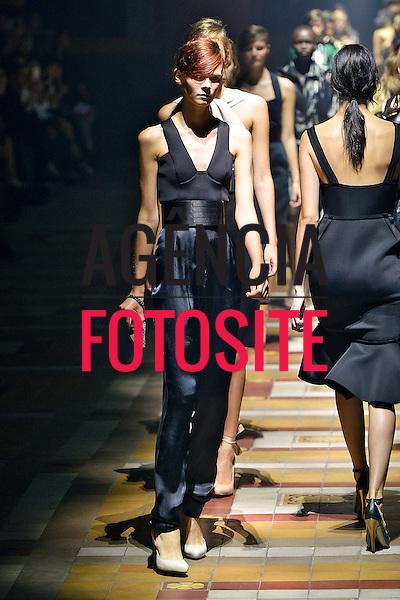 Paris, Franca&sbquo; 27/09/2013 - Desfile de Lanvin durante a Semana de moda de Paris  -  Verao 2014. <br /> Foto: FOTOSITE