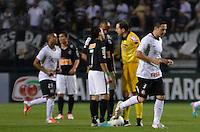 ATENÇÃO EDITOR: FOTO EMBARGADA PARA VEÍCULOS INTERNACIONAIS - SÃO PAULO, SP, 10 NOVEMBRO DE 2012 - CAMPEONATO BRASILEIRO - CORINTHIANS x CORITIBA: Chicão (d) comemora gol durante partida Corinthians x Coritiba, válida pela 35ª rodada do Campeonato Brasileiro de 2012, em partida disputada no Estádio do Pacaembu em São Paulo. FOTO: LEVI BIANCO - BRAZIL PHOTO PRESS