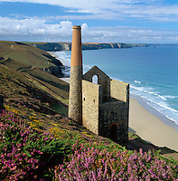 Great Britain, England, Cornwall, near St. Agnes: Ruin of Wheal Coates tin mine on the North Cornwall coast | Grossbritannien, England, Cornwall, bei St. Agnes: Ruinen der Wheal Coates Zinnmine an Cornwalls Nordkueste