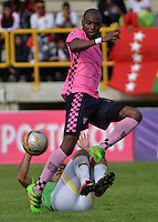 TUNJA -COLOMBIA-16-ABRIL-2016.Wason Renteria(Der.) de Boyacá Chico disputa el balón con  Bucaramanga  durante partido por la fecha 13 de Liga Águila I 2016 jugado en el estadio La Independencia./ Wason Renteria of Boyacá Chico for the ball with  of Bucaramanga during the match for the date 13 of the Aguila League I 2016 played at La Independencia stadium in Tunja. Photo: VizzorImage / César Melgarejo  / Contribuidor