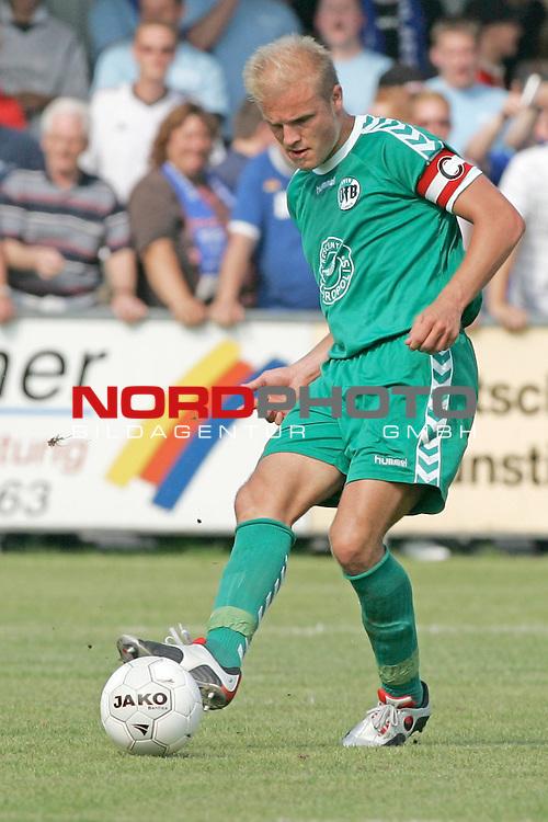 RLN 05 / 06 - 8. Spieltag<br /> <br /> Kickers Emden vs VFB Luebeck<br /> <br /> Rouven Schroeder ( SchrŲder ) / LŁbeck<br /> <br /> Foto &copy; nordphoto <br /> <br /> <br /> <br />  *** Local Caption *** Foto ist honorarpflichtig! zzgl. gesetzl. MwSt.<br /> <br />  Belegexemplar erforderlich