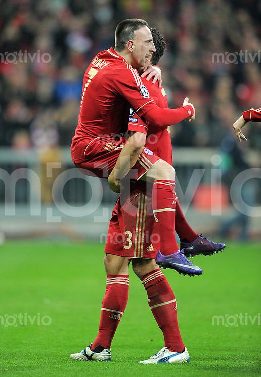 FUSSBALL   CHAMPIONS LEAGUE   SAISON 2011/2012   ACHTELFINALE RUECKSPIEL     13.03.2012 FC Bayern Muenchen - FC Basel        JUBEL nach dem Tor Franck Ribery (li,) mit Mario Gomez (FC Bayern Muenchen)