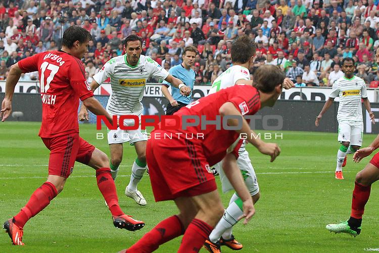 24.08.2013, BayArena, Leverkusen, GER, 1.FBL, Bayer Leverkusen vs Borussia Moenchengladbach, im Bild<br /> Martin Stranzl (Moenchengladbach #39) zieht ab zum 2:1 gegen &Ouml;mer Toprak (Leverkusen #21), Sebastian Boenisch (Leverkusen #17)<br /> <br /> Foto &copy; nph / Mueller