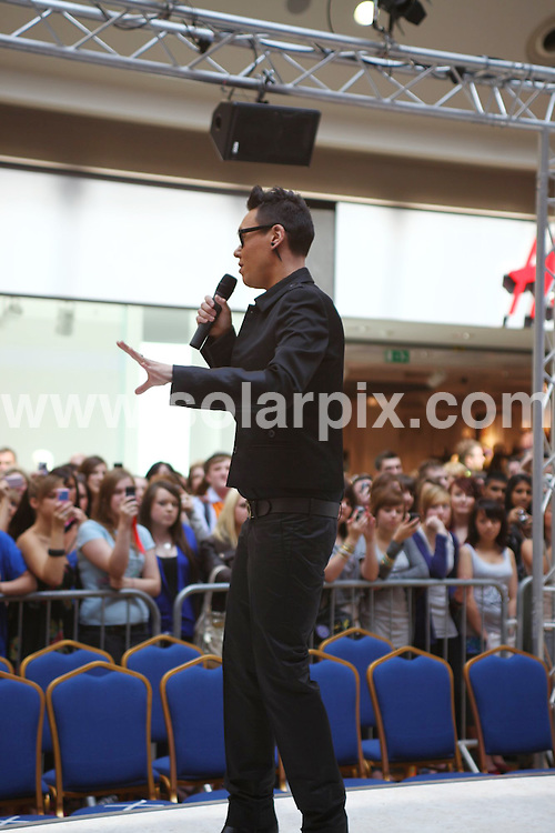 "**ALL ROUND PICTURES FROM SOLARPIX.COM**.**WORLDWIDE SYNDICATION RIGHTS**.Gok Wan recording the next series of Channel 4 Television's ""How to look good naked"" series at the Bullring shopping centre in Birmngham, UK. 7 August 2009..This pic: Gok Wan..JOB REF: 9713 NYA     DATE: 07_08_2009.**ALL ROUND EXCLUSIVE PICTURES FROM SOLARPIX.COM"
