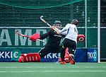AMSTELVEEN - Mirco Pruyser (Adam)scoort tegen keeper Derk Meijer (R'dam)   met een strafbal,  tijdens de hoofdklasse competitiewedstrijd heren, AMSTERDAM-ROTTERDAM (2-2). COPYRIGHT KOEN SUYK