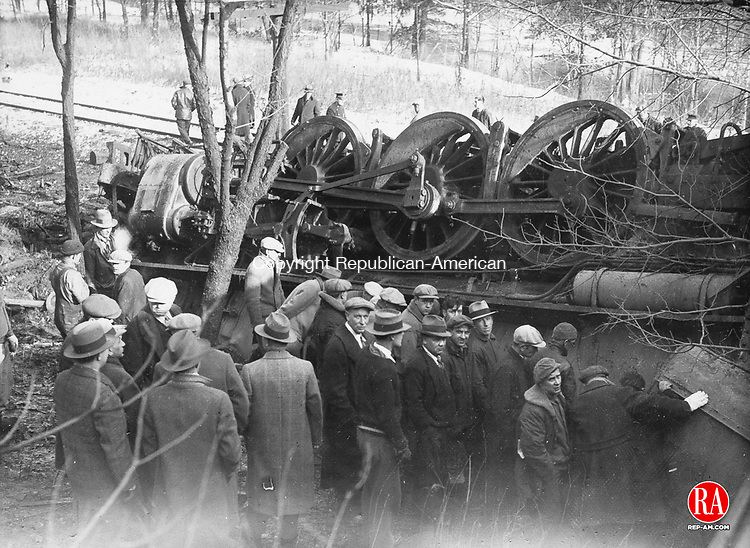 Hundreds of spectators gathered at the scene of the Waterbury-Winsted train wreck near Castle Bridge on January 23, 1929.