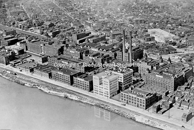 Pittsburgh PA:  View of the HJ Heinz plant on the North Side of Pittsburgh - 1940s. The H.J. Heinz Company, headquartered in Pittsburgh, Pennsylvania, has been making high quality food products for over 140 years.