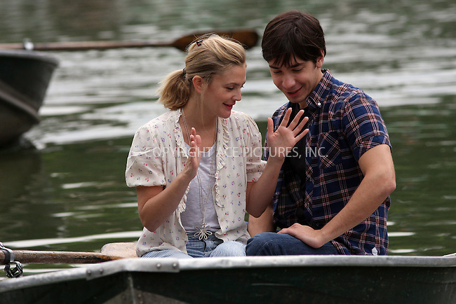 WWW.ACEPIXS.COM . . . . .  ....August 6 2009, New York City....Actors Drew Barrymore and Justin Long were on the Central Park set of the new movie 'Going the Distance' on August 6 2009 in New York City....Please byline: AJ Sokalner - ACEPIXS.COM..... *** ***..Ace Pictures, Inc:  ..tel: (212) 243 8787..e-mail: info@acepixs.com..web: http://www.acepixs.com