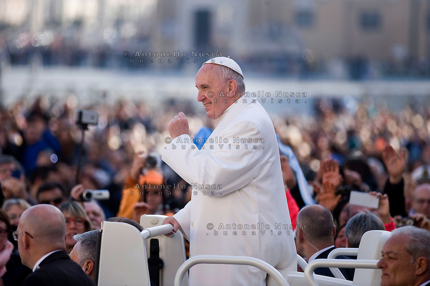 Vatican City, Vatican, February 24, 2016. Papa Francesco arriva in Piazza San Pietro per la udienza generale. Pope Francis arrives in Sain Peter Square to hold his weekly audience.