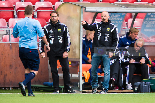 S&ouml;dert&auml;lje 2014-05-31 Fotboll Superettan Syrianska FC - &Auml;ngelholms FF :  <br /> &Auml;ngelholms assisterande tr&auml;nare Magnus Arvidsson och tr&auml;nare Joakim Persson diskuterar med domare Magnus Ahls&eacute;n under matchen <br /> (Foto: Kenta J&ouml;nsson) Nyckelord:  Syrianska SFC S&ouml;dert&auml;lje Fotbollsarena &Auml;ngelholm &Auml;FF diskutera argumentera diskussion argumentation argument discuss domare referee ref