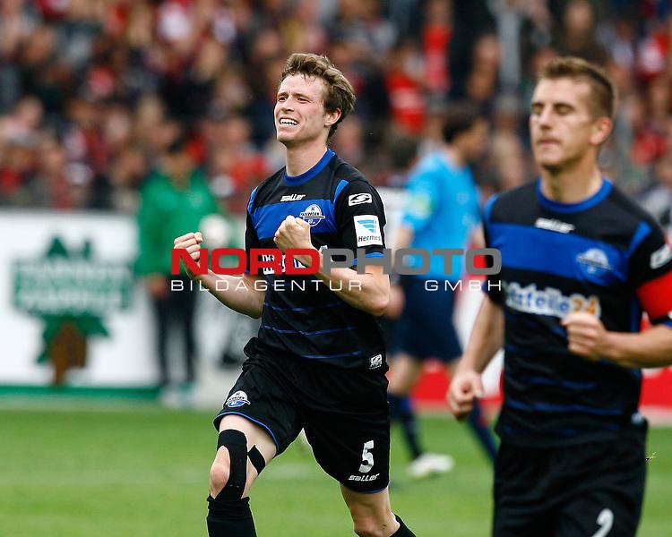 Jubel Patrick ZIEGLER, SC Paderborn, quer, Fu&szlig;ball 1.BL Saison 2014/2015<br /> <br /> Foto &copy; nordphoto /  H.Konkel